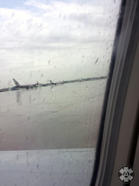 airplane_runway_rain